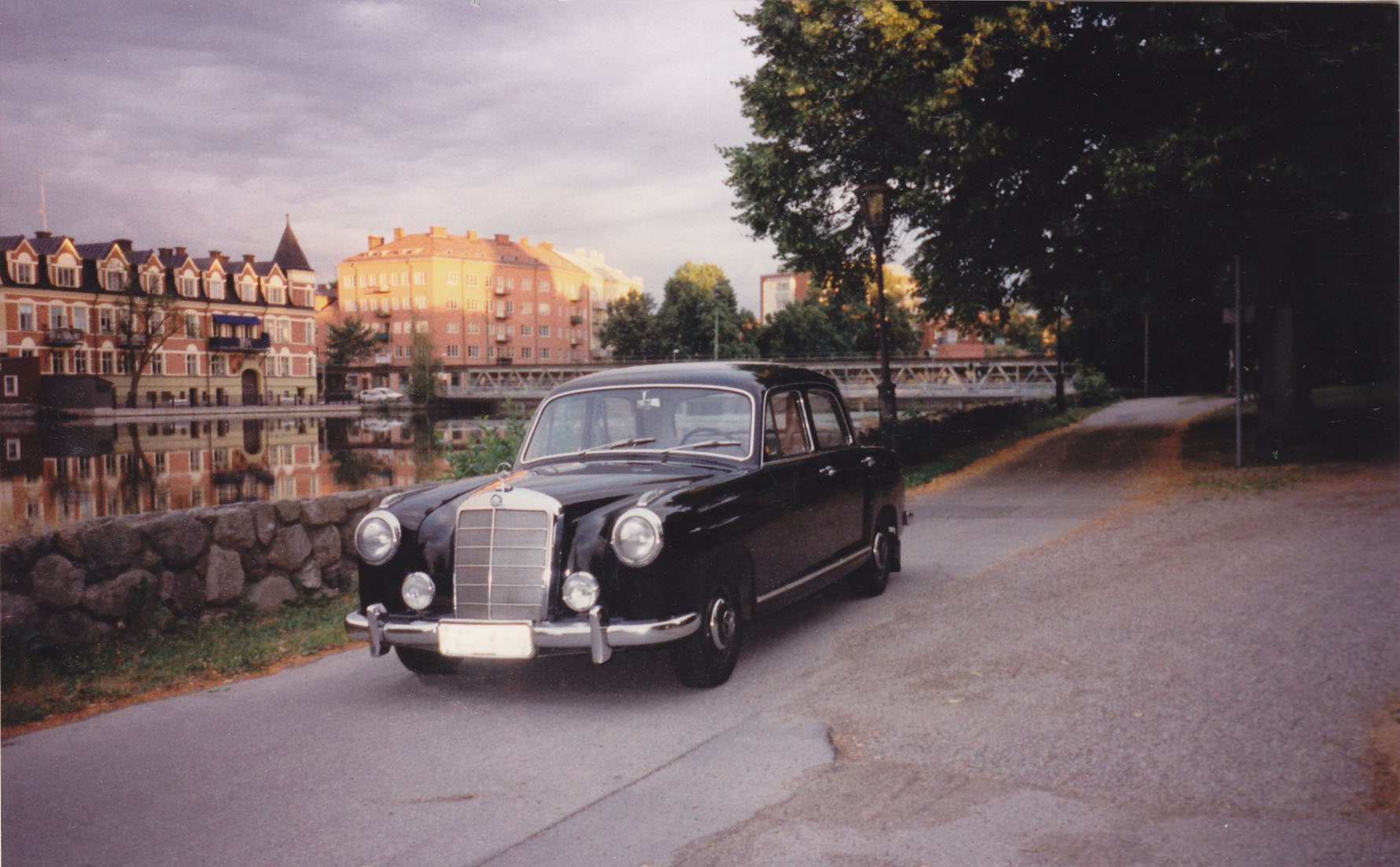My Mercedes-Benz 219, W105, along the river Eskilstunaån