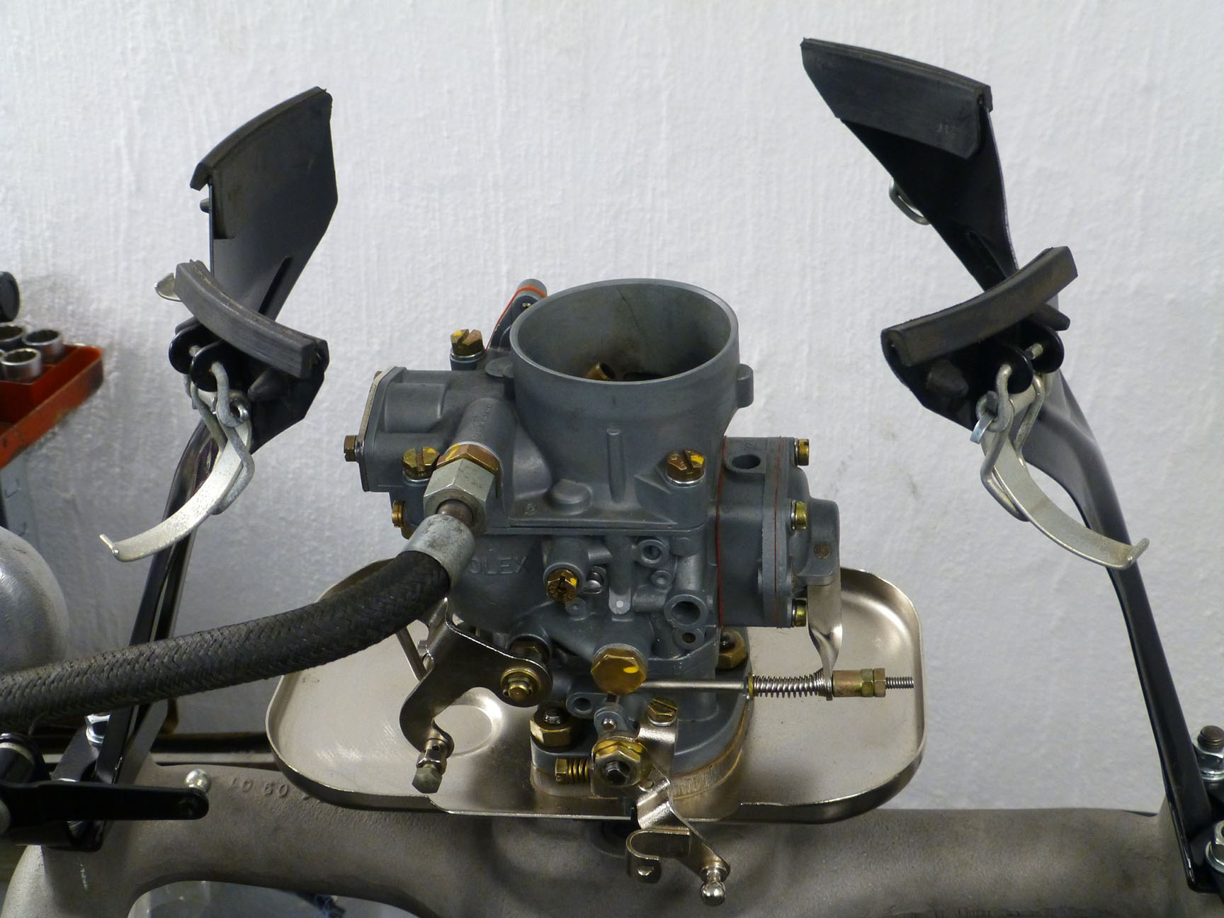 The Solex 32 PAATI back on the M 180 II engine of a Mercedes type 219