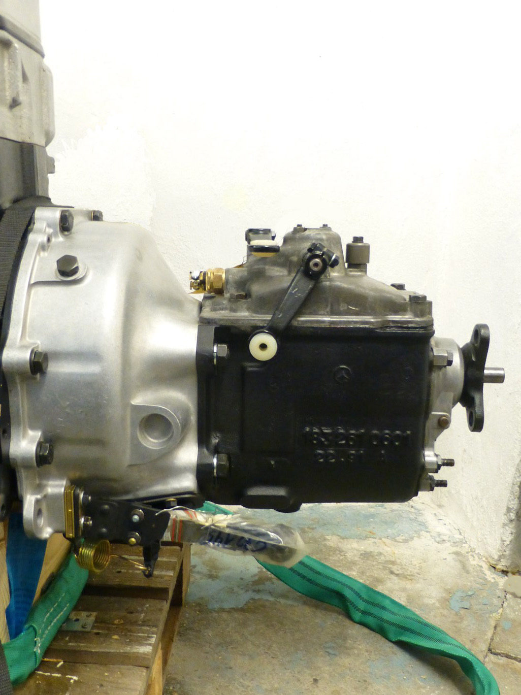 Assembled Mercedes-Benz Ponton clutch and transmission