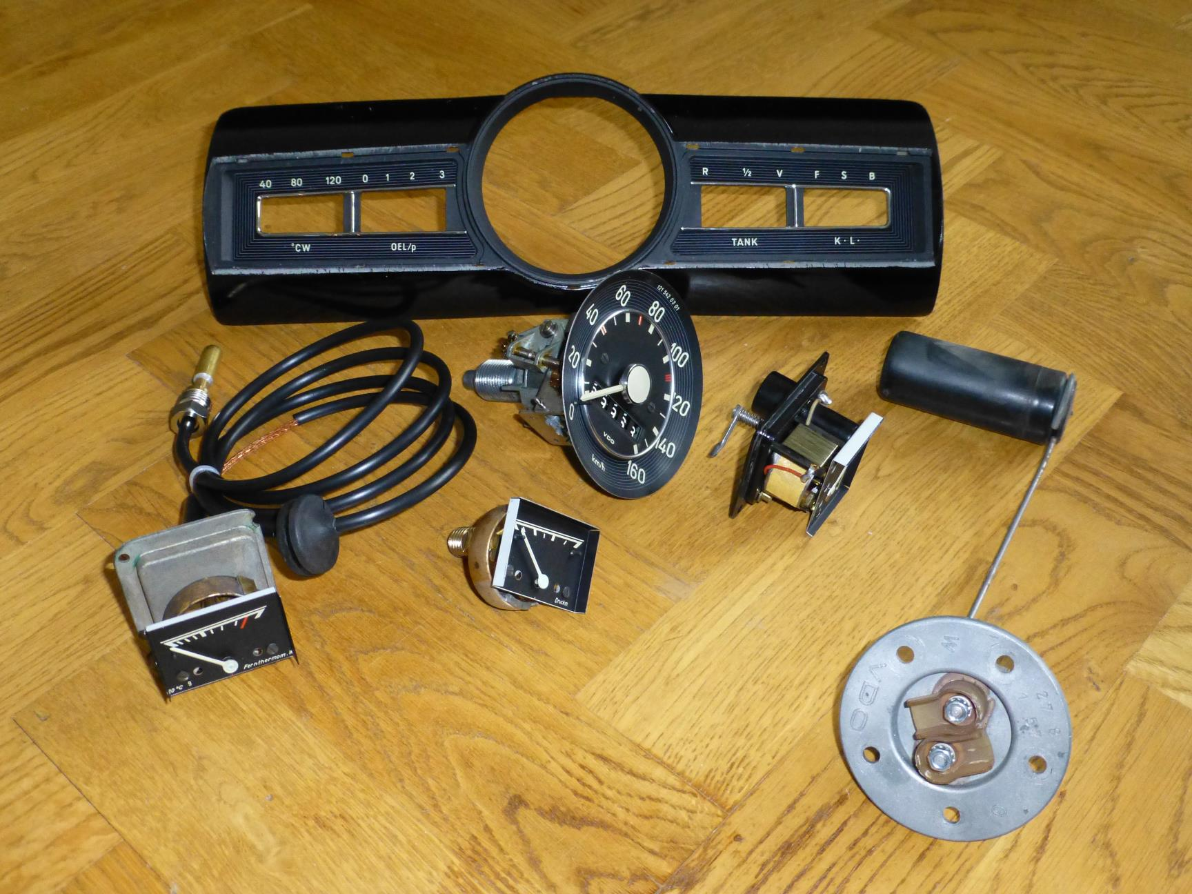 The front of a Mercedes-Benz 219 Ponton combi instrument and the parts that were restored by Ka-Ja Tachodienst