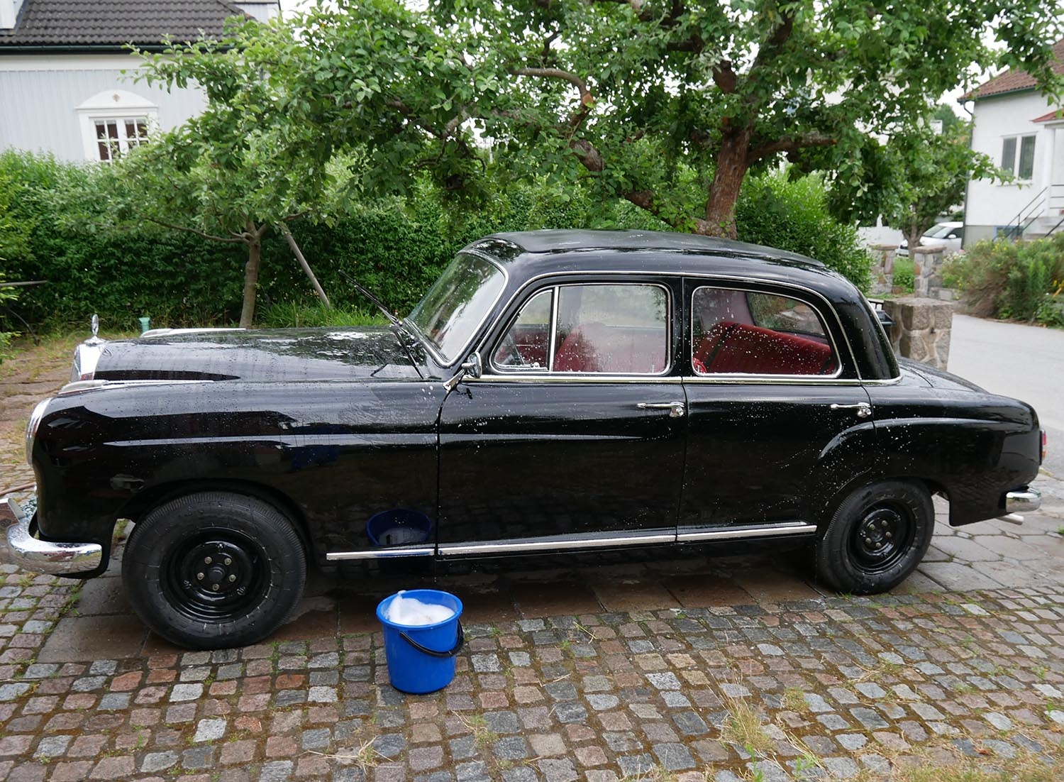 The Mercedes-Benz 219 got its final wash before the first Vehicle inspection in decades