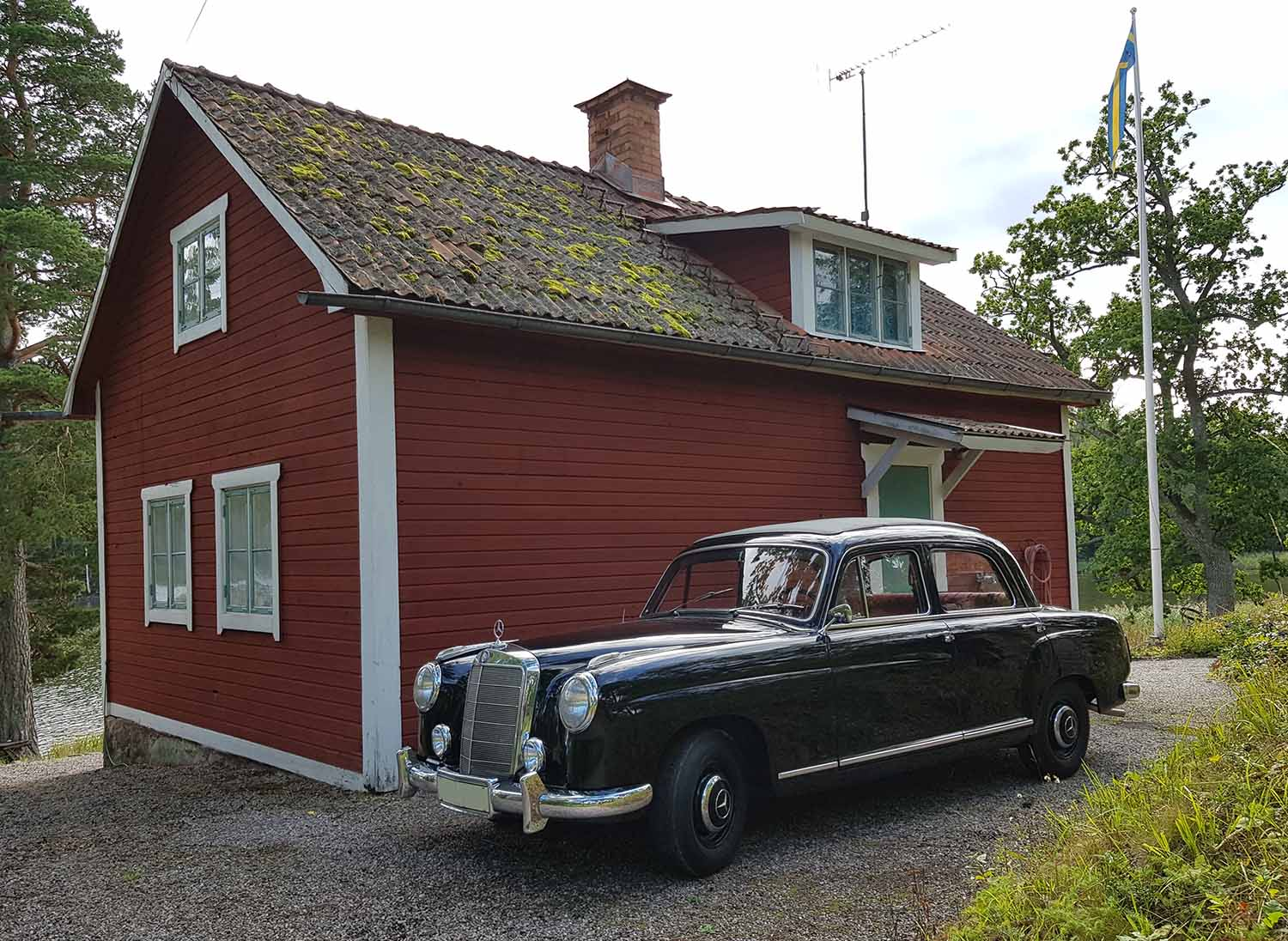 Mercedes-Benz 219 Ponton parked at the old countryside house